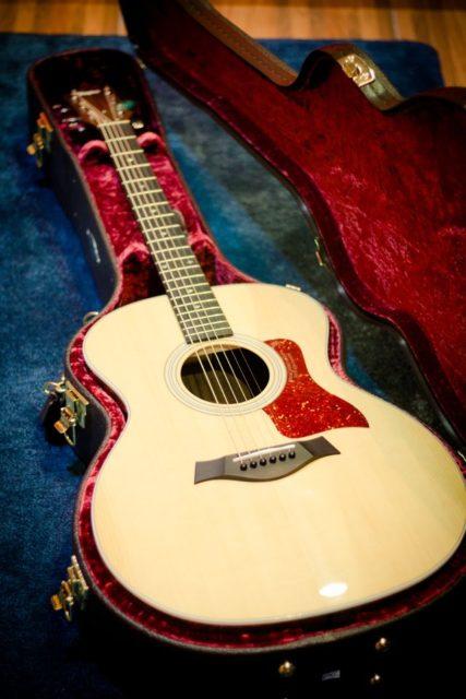 guitarra taylo 214 grand auditorium grabación de guitarras en monterrey